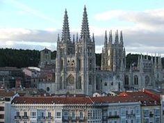 Burgos J'y ai fait un arrêt d'une journée pour reposer mon ampoule, si je peux m'exprimer ainsi. Je me suis arrêtée à Miraflores comme prévu et j'ai rendu visite à Juan II et Isabelle du Portugal dont les gisants sont remarquables de beauté et de finesse....
