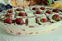 Aprenda fazer a Receita de Sobremesa Deliciosa de Morango. É uma Delícia! Confira os Ingredientes e siga o passo-a-passo do Modo de Preparo!