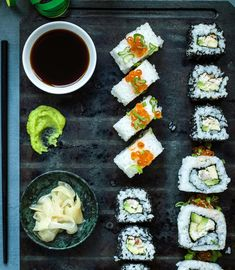 Probiere Uramaki - Insideout-Rolls jetzt bei FOOBY. Oder entdecke weitere feine Rezepte aus unserer Kategorie Avocado-Rezepte. Fresh Rolls, Sushi, Ethnic Recipes, Entree Recipes, Gluten Free Recipes, Finger Food, Asian Cuisine, Eggs, Sushi Rolls