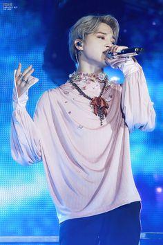 Love Yourself Tour in Taoyuan, Taiwan 2018 Park Ji Min, Busan, Bts Boys, Bts Bangtan Boy, Bts Jimin, Billboard Music Awards, Chris Brown, Jikook, Mochi