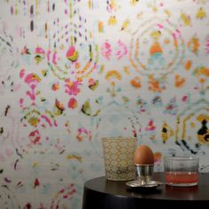 The fabulous Brit pop wallpaper from the Elitis Kandy range has a sumptuous colour range offset against a large but delicate abstract tie-dye pattern on a textured silk effect background. With a very good stain and abrasion resistance this paper is extra washable and made in wide width rolls of 1m. 95cm (37,4