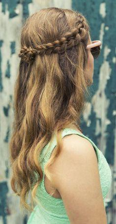 Toque romántico: aunque el verano ya haya pasado, este peinado con trenzas se puede adaptar perfectamente a un look otoñal.