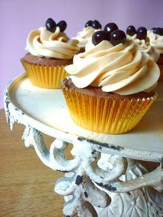 Carrot Cake:Cupcakes de Chocolate con Buttercream de Mantequilla de Cacahuete