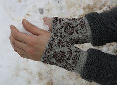 Ravelry: craftzone's Granatai  beaded wristwarmers