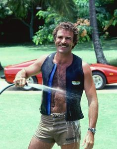 Tom Selleck- Magnum P. man can he pull off the short shorts Tom Selleck, Robert Redford, Shirtless Actors, Sam Elliott, Magnum Pi, Blue Bloods, Raining Men, Hairy Chest, Star Wars