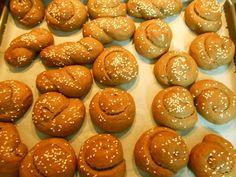 Ελληνικές συνταγές για νόστιμο, υγιεινό και οικονομικό φαγητό. Δοκιμάστε τες όλες Greek Desserts, Greek Recipes, Vegan Recipes, Greek Beauty, Pretzel Bites, Biscuits, Vegetarian, Sweets, Cookies