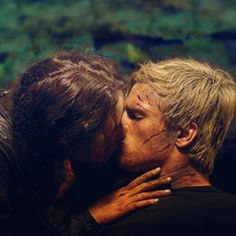 This is the real kiss it was leaked. I saw the movie. Cave scene was AMAZING