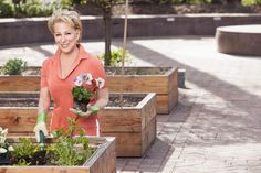 Bette Midler will be in Mott Haven on Thursday to help unwrap the recently renovated Willis Avenue Community Garden Cut Pineapple, Lady Justice, Bette Midler, Nyc, New York, Celebs, Singer, Community, Allotments