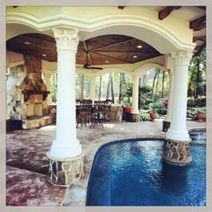 Love the column in the pool.