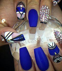 Royal blue matte nailart
