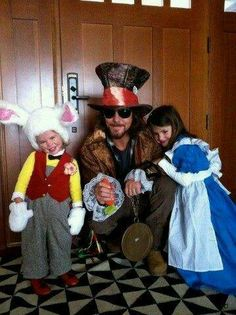 Eddie, Olivia and Harper Moon in Wonderland!