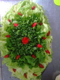 Salada de couve flor a cenoura a rosa é feita com cenoura cozida,as folhas salsinha .Adicionar legenda Salada de chuchu com brócolis...