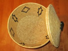 Inuit made basket by Mary Inukpuk
