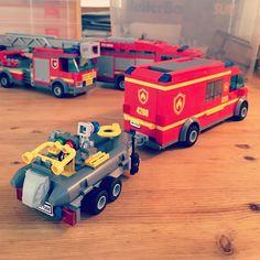 Rescue divers  this build turned out to be just what i had in mind #räddningsdykare #firetruck #lego #legocity #rescue #diver #swebrick #legos #bricks #legotruck #sweden #lego365 #legostagram #legoland #legomania #brick #bricks #brickcity #boat #fire #brandbil #brandman #räddning #räddningstjänsten by theswedishlegomaniac