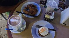 Y claro imposible dejar los malos hábitos  #coffee #mocha #coffeaddict #carrotcake #cuernito #mexico #playadelcarmen #vacaciones