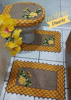 (Vídeo) aprenda a fazer crochê passo a passo agora mesmo, clique na foto. -------------------------------------------------------------------   #crochê #bordado #tricô #tricotar #crochetar #croche, crochês, crochê para iniciante, crochê passo a passo, crochê de grampo, crochê gráfico, crochê moderno, crochê em barbante,  crochê diferente, crochê crochê, crochê bordado Patriotic Images, African Interior, Donia, Bathroom Rugs, Crochet Gifts, Doilies, Pot Holders, Videos, Rose