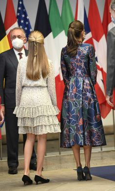 Princess Of Spain, Spanish Royalty, Estilo Real, Spanish Royal Family, Queen Letizia, Royal Fashion, Well Dressed, Kids Outfits, Shirt Dress