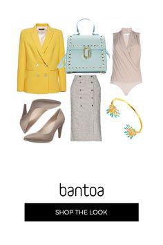 Una base tutta beige che viene illuminata da questo bel blazer giallo e dalla borsa azzurra.