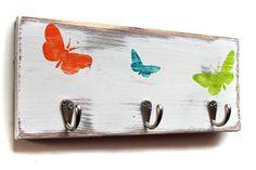 Garderobe im Shabby Stil mit Schmetterlingen*  Ideal fürs Kinderzimmer oder ins Bad für die Handtücher oder Kleidung  oder für Taschen usw.  Man kann die Garderobe mit zwei Nägel schnell an...