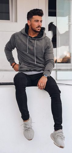 Cool Hoodie Outfit Ideas For Men Every man loves to be styled smart and edgy which makes them look fabulous. check out few stylish hoodie outfit ideas for men. Mens Fashion Blog, Fashion Models, Fashion Addict, Fashion Trends, Fashion Tips, Casual Outfits, Men Casual, Casual Fall, Casual Styles