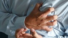 El infarto al miocardio se ha convertido en la muerte más común entre la población que sufre del corazón, a la fecha el Sector Salud tiene un registro de mil 200 fallecimientos.  Eric Varela Cortés, responsable del Sistema de Urgencias Médicas Avanzadas (SUMA), refirió que la llama más común que reciben es de personas que han detectado a tiempo un dolor en el pecho.  De ahí que 3 de cada 10 personas con síntomas de infarto lograr sobrevivir.