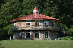 Daycreek.com is a web site devoted to our cordwood building adventure and living a more self-sufficient lifestyle.