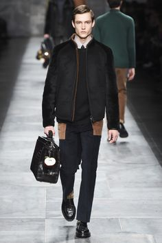 Fendi presented its Fall/Winter 2015 collection during Milan Fashion Week. Men Fashion Show, Fashion Moda, Sport Fashion, Mens Fashion, High Fashion, Guy Fashion, Catwalk Fashion, Milan Fashion, Daily Fashion