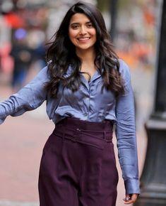 Nimrat Khaira, Punjabi Actress, Punjabi Girls, Good Morning Funny, Western Look, Stylish Dresses, Actors & Actresses, Ruffle Blouse, Singer