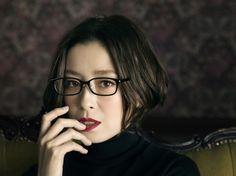 画像・写真|『JINSCLASSIC』新CMでセクシーな色気を醸し出す宮沢りえ 2枚目 / 宮沢りえ、メガネ&ミニスカでセクシー全開「一年分の色気使った」 Hair Dos, My Hair, Short Hair Cuts, Short Hair Styles, Fashion Eye Glasses, Short Bob Hairstyles, Elegant Woman, Beautiful Actresses, Asian Beauty