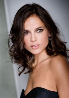 Elena Anaya love her hair