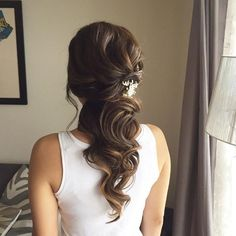 This beautiful half up half down bridal hairstyle perfect for any wedding venue - Beautiful wedding hairstyle Get inspired by fabulous wedding hairstyles #BunHairstylesHalf