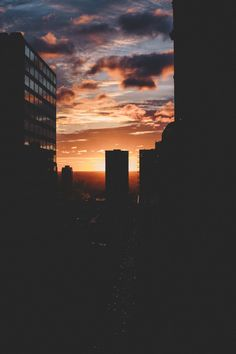 some things you should know ☀: fotografia Phone Backgrounds, Wallpaper Backgrounds, Magic Places, Pretty Sky, City Aesthetic, Aesthetic Vintage, Cute Wallpapers, Aesthetic Wallpapers, Sunrise