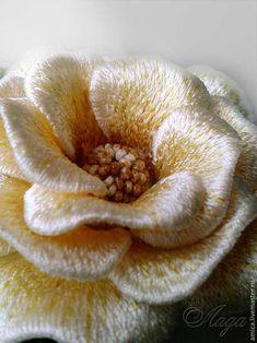 Брошь.Вышивка.Желтая роза