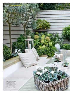Green colours are great for human eyes and offer many fabulous green colour hues that allow to add depth to natural garden design Small Backyard Gardens, Back Gardens, Small Gardens, Outdoor Gardens, City Gardens, Back Garden Design, Backyard Garden Design, Baumgarten, Garden Pictures