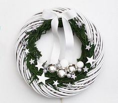 Pinterest Inspiration White wreath DecoBazaar Botanika Studio