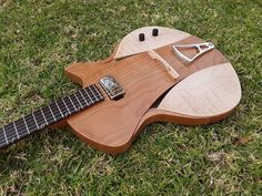 "Murray Kuun Guitar Design on Instagram: ""We grow them here in Africa.  #gina_archtop_guitar #murraykuun_guitars #murraykuun_design #jazzguitar #archtopguitar #guitaroftheday…"" Archtop Guitar, Jazz Guitar, Guitar Design"
