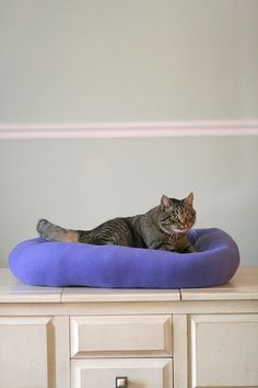 This plush purple fleece bed is for the bigger dog or cat or one with arthritis that needs to stretch out. It has large 9 inch sides for warmth or for those who need to keep their heads up to see whats going on !!!. My beds are zipper free for the safety of your pets. This bed is 26 wide by 28 long with 9 inch sides. Perfect for more than one pet to cuddle in. Machine washable and line dry.