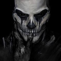 10 Absolutely Amazing Halloween Skull Makeup Turorials you'll Love Do you need a Halloween costume, without the costume? These 10 absolutely amazing Halloween Skull Makeup Tutorials are so good, you won't need anything else Halloween Skull Makeup, Halloween Tattoo, Cute Halloween Costumes, Halloween Kostüm, Skeleton Makeup, Halloween Tutorial, Halloween Village, Halloween Photos, Vintage Halloween