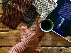 Uma boa dose de inspiração, um café acabado de fazer e as melhores malhas com as melhores cores, é tudo o que preciso para enfrentar esta 2ª feira cinzenta e chuvosa.  Bom dia. Boa semana! #omeucafédamanha #onmytable #beiroa #knits
