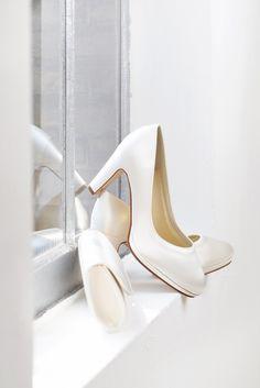 Brautschuhe von #elsacolouredhoes   #shoes#brideshoes#bride#brautschuhe#schuhe#damenschuhe#highheels Bride Shoes, Rainbow, Pumps, Model, Wedding, Fashion, Ladies Shoes, Bride Shoes Flats, Choux Pastry