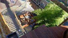 25 Verde, Luciano Pia. © Luciano Pia / Alessio Guarino Deck, Cabin, House Styles, Outdoor Decor, Home Decor, Environment, Green, Decoration Home, Front Porches