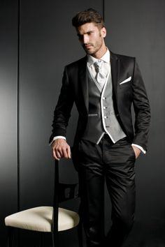Traje de novio. Colección 2014#boda #novio Mens Tux, Mens Attire, Groom Attire, Mens Suits, Sharp Dressed Man, Well Dressed, Wedding Men, Wedding Suits, Tuxedo For Men