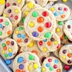 Soft and Chewy M M Cookies – Make them regular sized or mini. Soft and Chewy M M Cookies – Make them regular sized or mini. M&m Cookie Recipe, Best Cookie Recipes, Sweet Recipes, M M Cookies, Cookies Et Biscuits, Cookies Soft, Samoa Cookies, Best Peanut Butter, Salted Butter