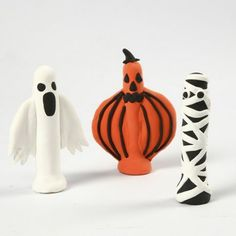 Cute Halloween dolly pegs, made with dolly pegs, peg stands and modelling clay!