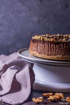 Čokoládový pečený cheesecake s orechami   CrispyWorld Tiramisu, Ale, Cheesecake, Ethnic Recipes, Food, Ale Beer, Cheesecakes, Essen, Meals