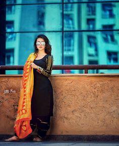 10 Images of Indian Models Beauty Designer Punjabi Suits, Indian Designer Wear, Stylish Girls Photos, Stylish Girl Pic, Trendy Fashion, Girl Fashion, Fashion Outfits, Trendy Style, Black Punjabi Suit