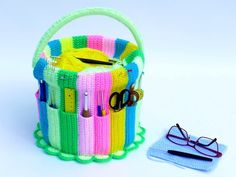 At last, a lovely and practical place to keep our needle working tools. In the needle work bucket, all your crochet hooks, scissors, and other tools find a place. Organized by size, you have everything in sight and don't have to search any longer. The cur