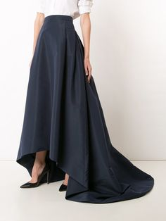 Lift your look to new style levels with one of the designer full skirts from Farfetch. Find stylish women's volume skirts from lavish luxury brands. Full Skirts, Long Maxi Skirts, Beautiful Dresses, Nice Dresses, Outfits Fiesta, Mothers Dresses, Carolina Herrera, Indian Dresses, Evening Dresses