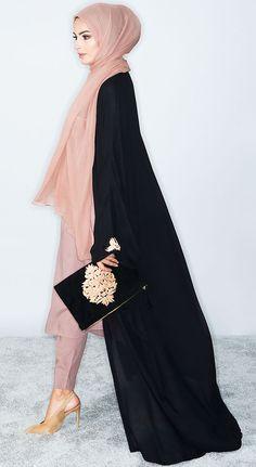 Abaya Dubai and Hijab Fashion for Arabic Muslims style of some Abaya Designs, we can buy Abaya Online many Abaya dress in Muslim Fashion. Arab Fashion, Islamic Fashion, Muslim Fashion, Modest Fashion, Fashion Outfits, Modest Dresses, Modest Outfits, Hijab Trends, Hijab Fashionista