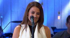 Jill Johnson sjunger Himlen är oskyldigt blå –inte ett öga är torrt